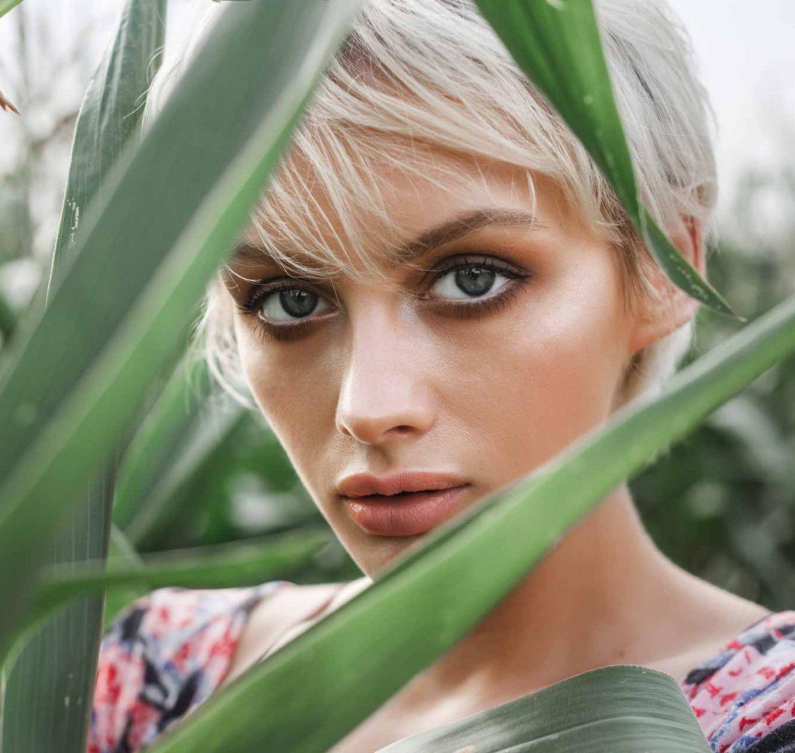 girl-between-green-leaves-in-a-corn-field-PYWBG9G.jpg